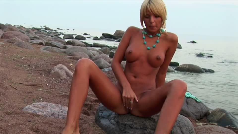 Fit blonde babe by the sea
